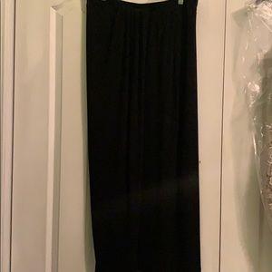 Kind black skirt